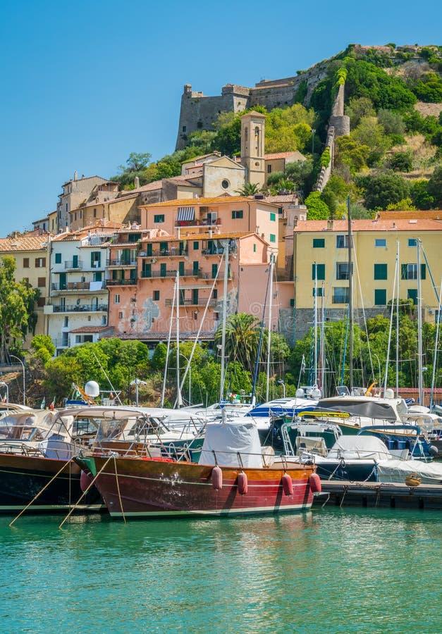Porto Ercole, em Monte Argentario, na região de Toscânia de Itália fotografia de stock royalty free