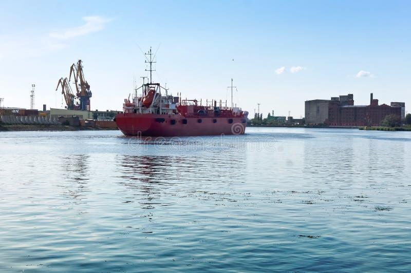 Porto, porto, fuzileiro naval, guindaste, terminal de carregamento, carga, logística, cais imagem de stock