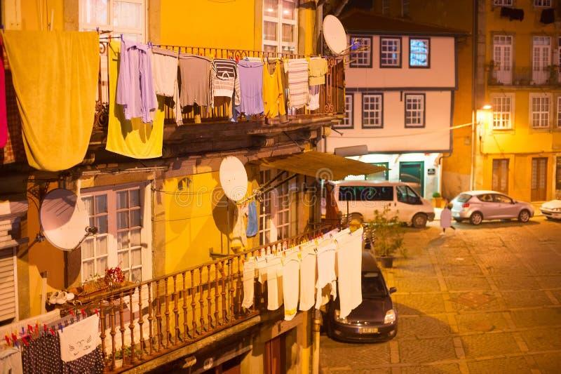 Porto gammal stad på natten arkivfoton