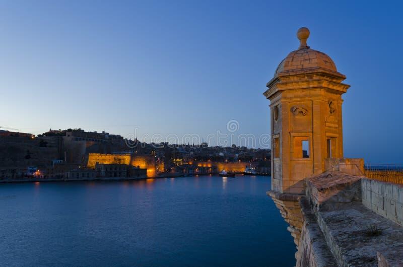 Porto grande na noite - Malta fotos de stock