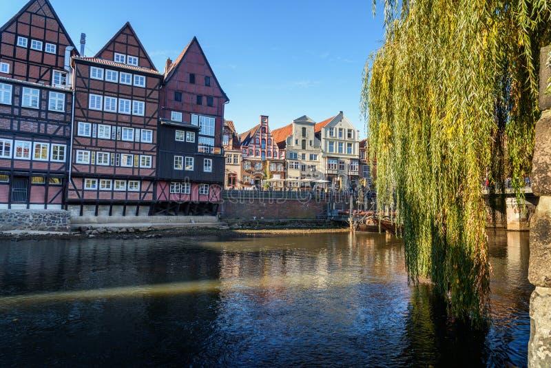 Porto histórico velho do rio de Ilmenau em Luneburg germany fotos de stock royalty free