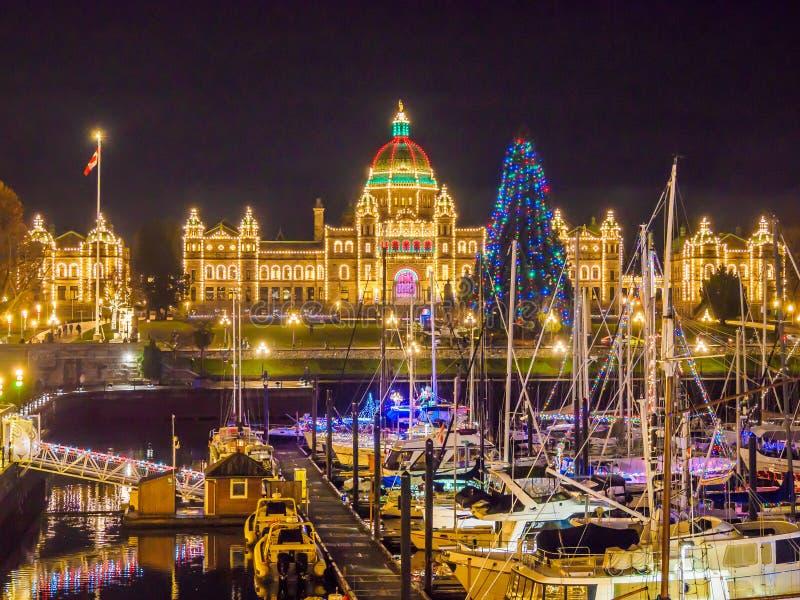 Porto interno di Victoria BC illuminato al Natale ed a nuovo Y fotografia stock libera da diritti