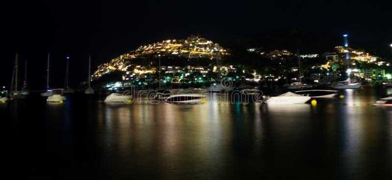 Porto maiorquino na noite fotografia de stock