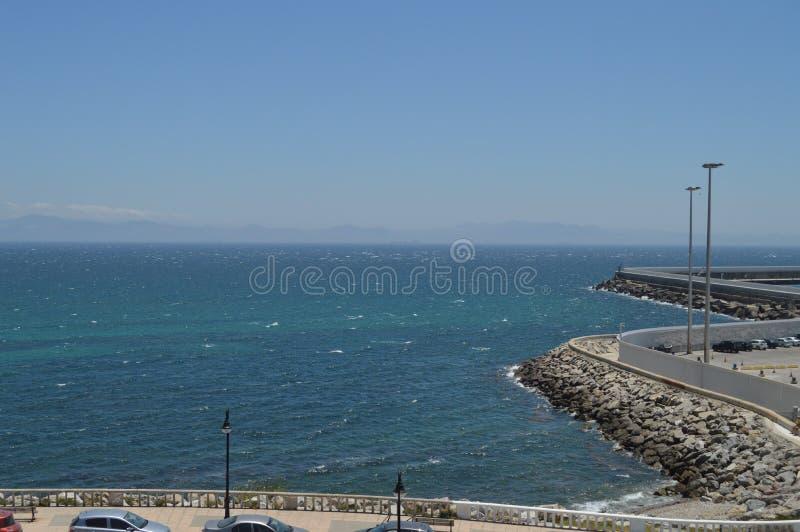 Porto marítimo com vistas de África no fundo da tarifa Natureza, arquitetura, história, fotografia da rua 10 de julho de 2014 Tar imagens de stock royalty free