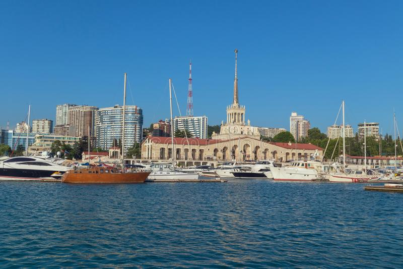 Porto marítimo de Sochi em horas de verão fotografia de stock royalty free