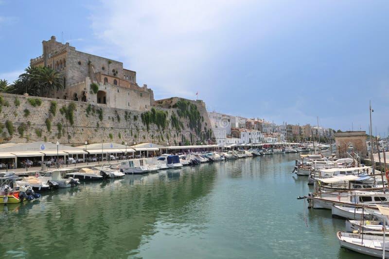 Porto marítimo na cidade velha de Ciutadella na ilha de Menorca imagem de stock