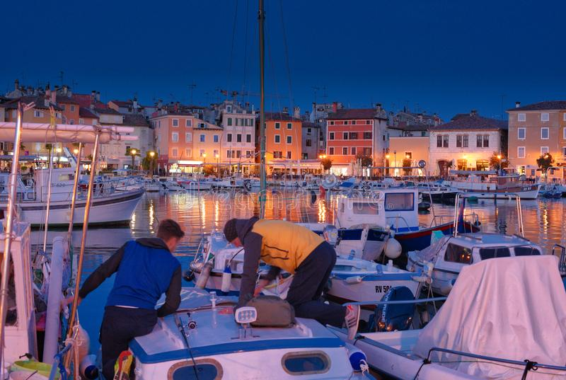 Porto mediterrâneo - hora azul fotos de stock