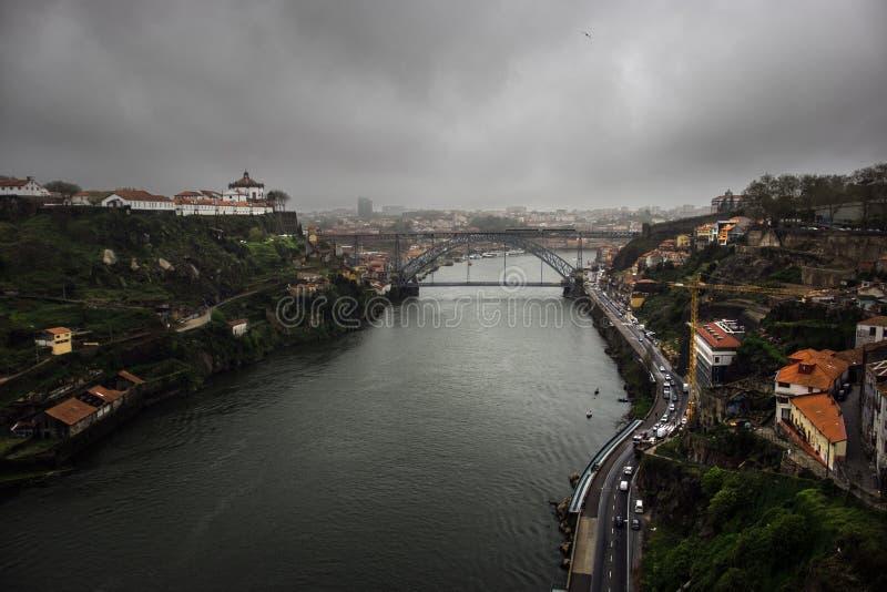 porto Mening van de stad mist stock foto's