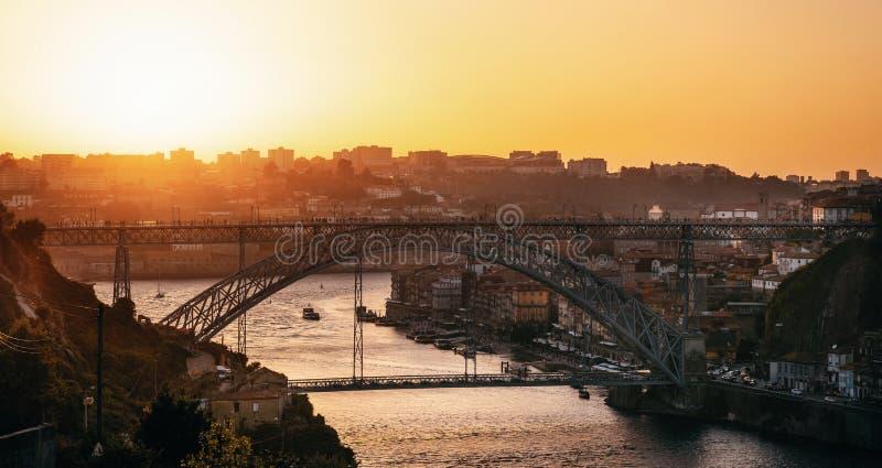 Porto met Douro-rivier en Dom Luis I Brug, Portugal royalty-vrije stock afbeeldingen