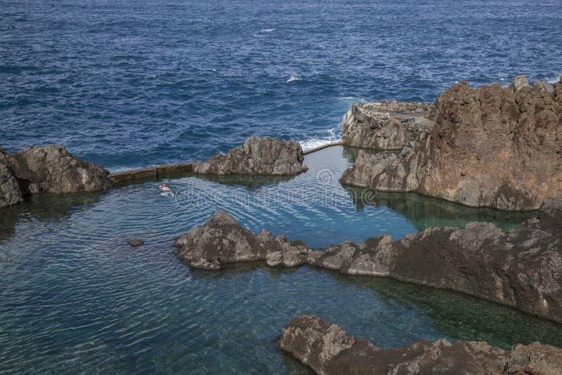 Porto Moniz, Madère, Portugal - piscines naturelles ; hiver ensoleillé image libre de droits