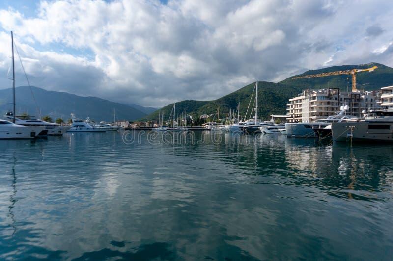 Porto Montenegro Jachty w porcie morskim Tivat miasto Kotor zatoka, Adriatycki morze s?awna miejsce przeznaczenia podr?? obraz stock