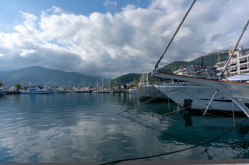 Porto Montenegro Jachty w porcie morskim Tivat miasto Kotor zatoka, Adriatycki morze s?awna miejsce przeznaczenia podr?? fotografia stock