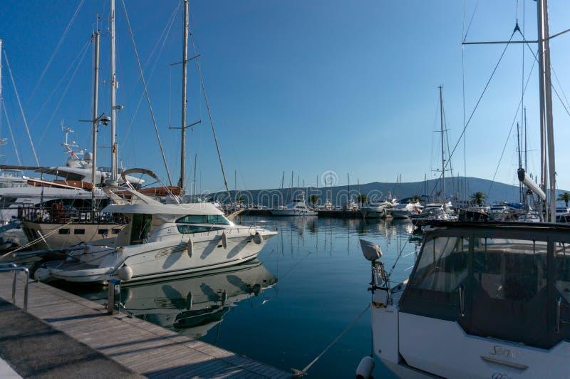Porto Montenegro Yachten im Seehafen von Tivat-Stadt Kotor-Bucht, adriatisches Meer Ber?hmte Reisen-Zieleinheit lizenzfreie stockbilder