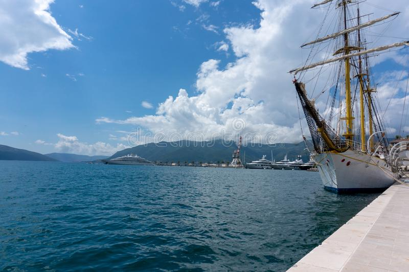 Porto Montenegro Yachten im Seehafen von Tivat-Stadt Kotor-Bucht, adriatisches Meer Ber?hmte Reisen-Zieleinheit lizenzfreies stockbild
