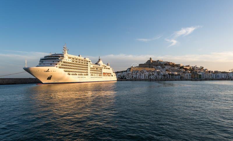 Download Porto Nella Città Di Ibiza, Isole Baleari Immagine Stock - Immagine di cloudscape, costruzione: 30826467