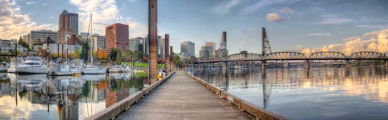 Porto no rio de Willamette em Portland Oregon fotos de stock