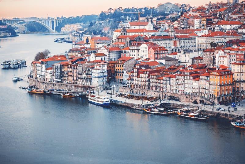Porto Portugal är gammal stadshorisont från över den Douro floden, royaltyfri foto