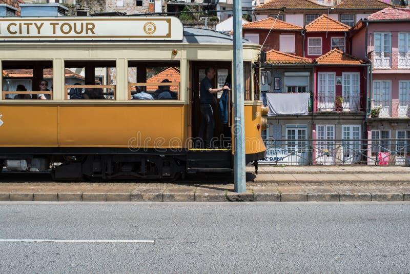 Porto Portugal - April 24, 2018: gammal gul spårvagn royaltyfria bilder
