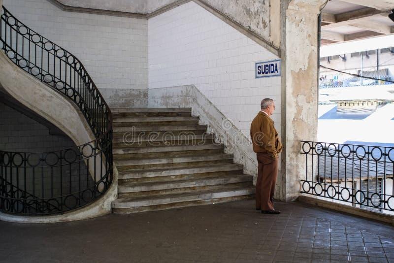 Porto Portugal - April 3, 2017: Neoclassical Mercado gör Bolhao arkivbild