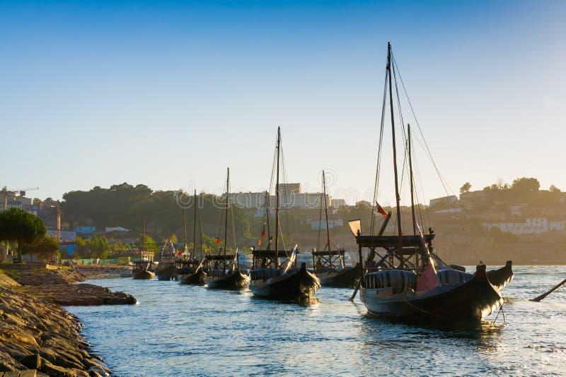 Porto, Portugal Bateaux de Rabelo sur la rivière de Douro image libre de droits