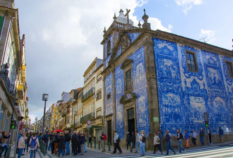 Porto, Portugal-Capela das Almas, Kapel van Zielen, of de Kapel van Santa Catarina ` s, de kerk van Porto beroemd voor zijn azule stock fotografie