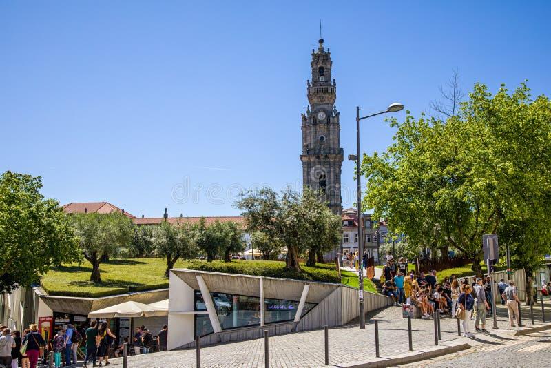 Porto, Portugal - 29 de maio de 2019: Torre de Clerigos em Porto fotografia de stock
