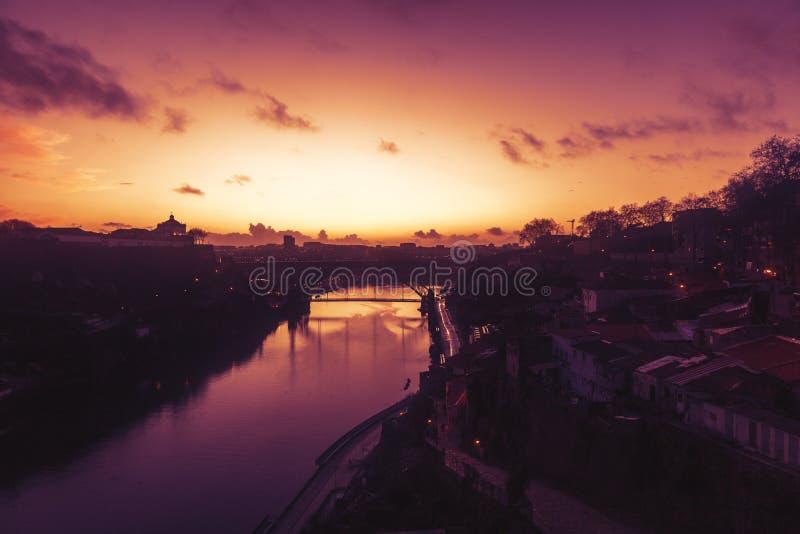Porto, Portugal is de oude stadshorizon van over de Douro-Rivier, royalty-vrije stock afbeelding