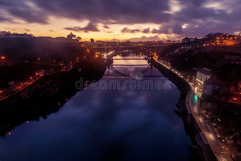 Porto, Portugal is de oude stadshorizon van over de Douro-Rivier, stock afbeelding