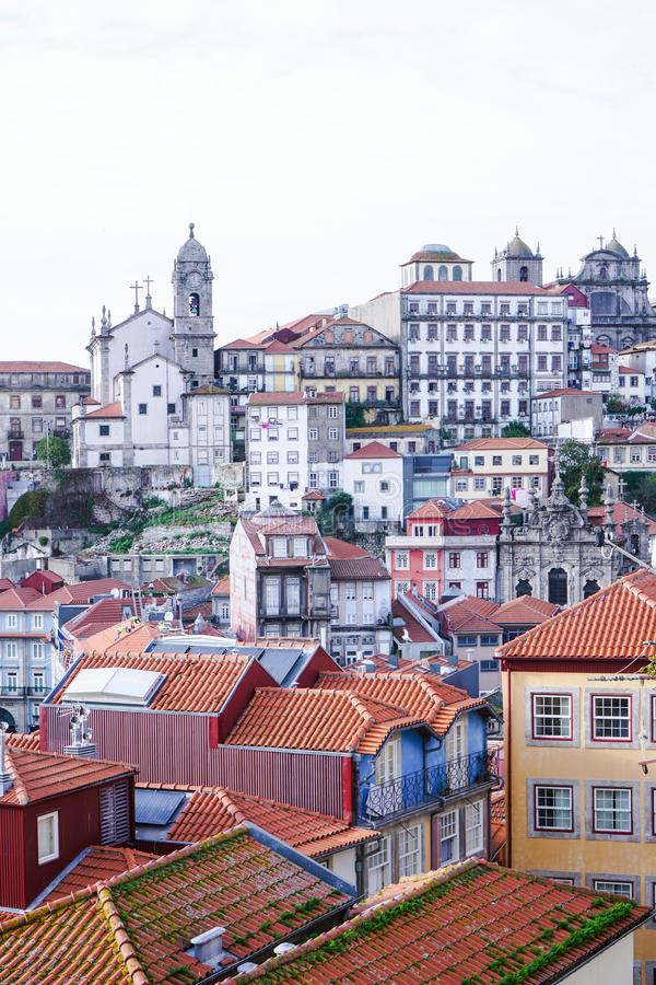 Porto Portugal - December 2018: Sikt från Miradouro da Rua das Aldas till i stadens centrum Porto, med historiska byggnader arkivbild