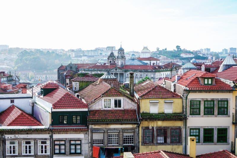 Porto Portugal - December 2018: Sikt från Miradouro da Rua das Aldas till i stadens centrum Porto, med Palacio da Bolsa långt bor royaltyfria foton