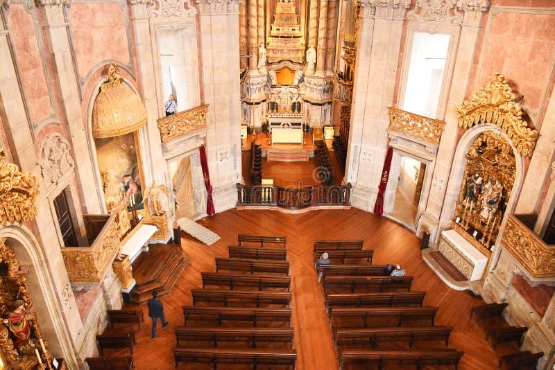 Porto, Portugal - Januari 09, 2019: Binnenland van de Kerk van Clerigos-Kerk van de Geestelijkheid De langste toren in de stad va stock foto