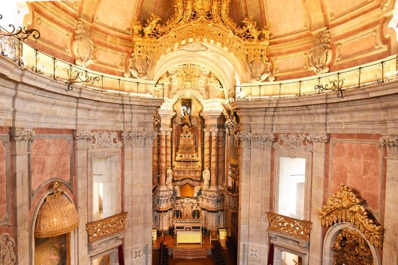 Porto, Portugal - Januari 09, 2019: Binnenland van de Kerk van Clerigos-Kerk van de Geestelijkheid De langste toren in de stad va stock afbeelding