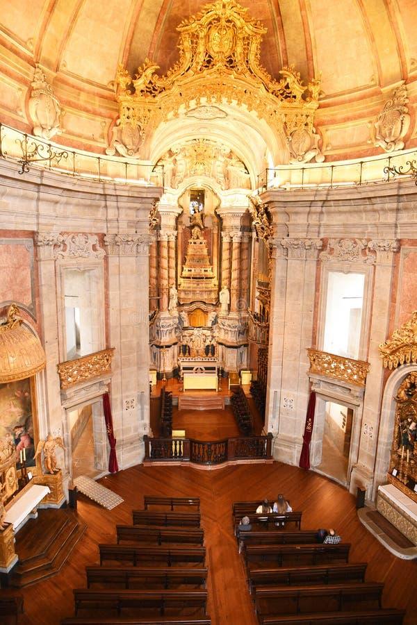 Porto, Portugal - Januari 09, 2019: Binnenland van de Kerk van Clerigos-Kerk van de Geestelijkheid De langste toren in de stad va stock afbeeldingen