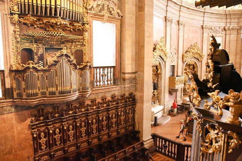 Porto Portugal - Januari 09, 2019: Inre av kyrkan av den Clerigos kyrkan av prästerskapen Det mest högväxta tornet i staden av Po royaltyfri bild