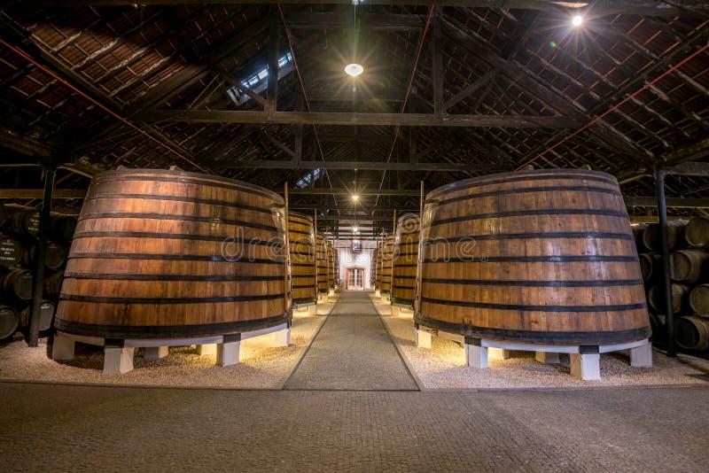 PORTO, PORTUGAL - 19 juin 2018 : Barils de vin gauche en p de Graham photographie stock