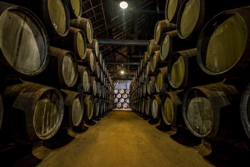 PORTO, PORTUGAL - 19 juin 2018 : Barils de vin gauche en p de Graham image stock