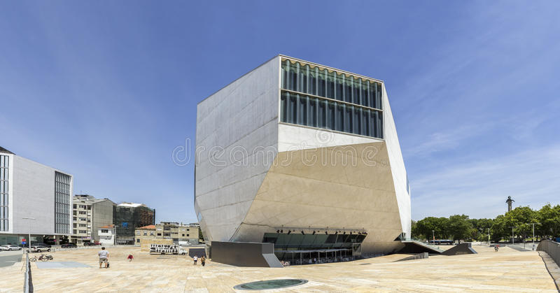 PORTO, PORTUGAL - JULI 05, 2015: Mening van Casa DA Musica royalty-vrije stock afbeeldingen