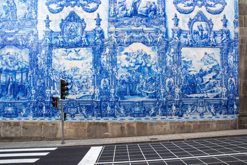 Porto, Portugal - 19 mai 2018 : Tuile portugaise d'azulejo sur une des rues de la vieille ville de Porto, Portugal photo stock