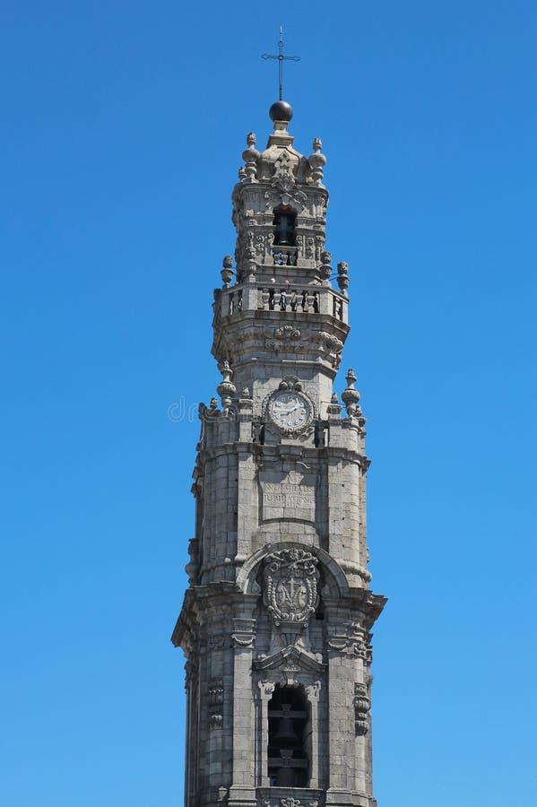 Porto, Portugal: Torredos Clerigos (de Geestelijkheid Tower, 1754), oriëntatiepunt en symbool van de historische stad royalty-vrije stock fotografie