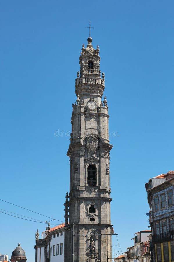 Porto, Portugal: Torredos Clerigos (de Geestelijkheid Tower), 1754, oriëntatiepunt en symbool van de historische stad royalty-vrije stock fotografie