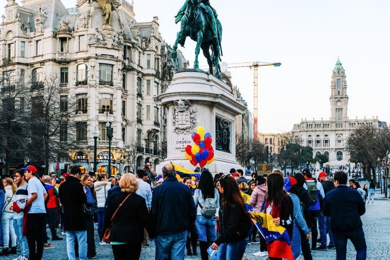 PORTO PORTUGALIA, LUTY, - 23, 2019: Wenezuelscy ludzie Protestuje przy Aliados zdjęcia royalty free