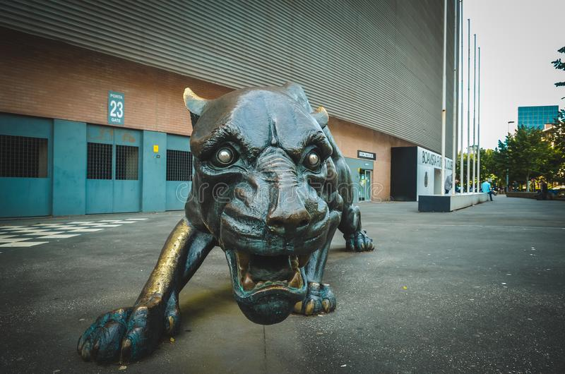 PORTO, PORTUGLAL - 9 juin 2019 : L'entrée centrale au stade à la maison du club du football de Boavista Besa XXI avec prédateur image stock