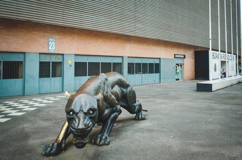 PORTO, PORTUGLAL - 9 juin 2019 : L'entrée centrale au stade à la maison du club du football de Boavista Besa XXI avec prédateur photographie stock libre de droits