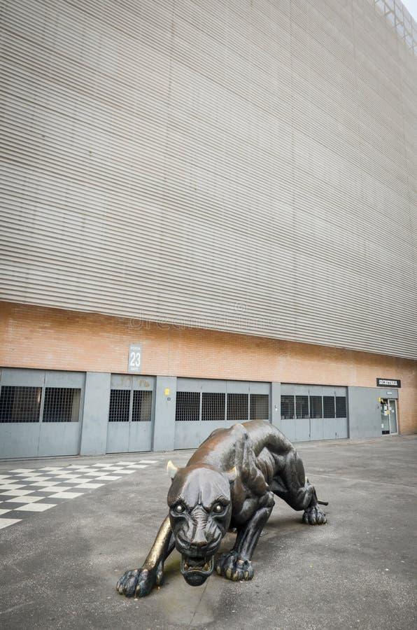 PORTO, PORTUGLAL - 9 juin 2019 : L'entrée centrale au stade à la maison du club du football de Boavista Besa XXI avec prédateur photos stock