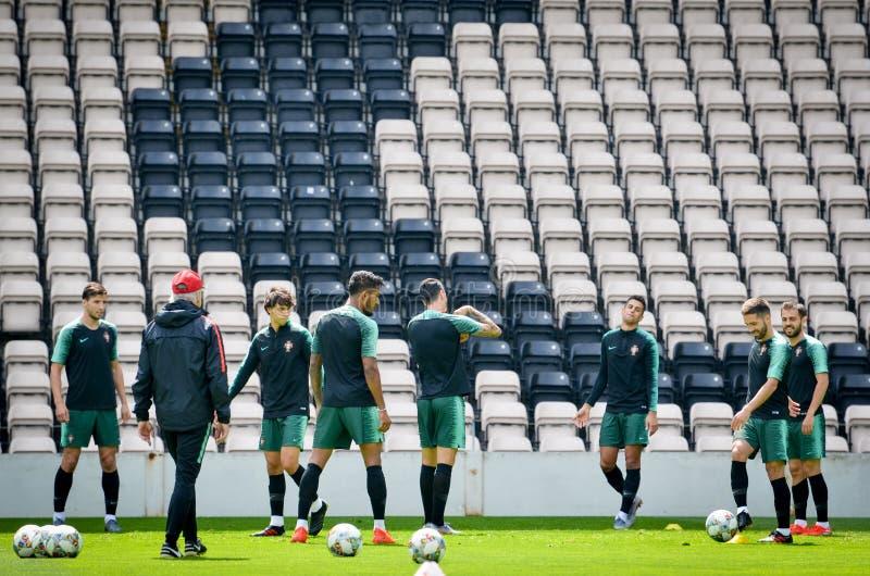 PORTO, PORTUGLAL - 9 juin 2019 : Le stage de formation d'équipe nationale du Portugal chez Estadio font Bessa XXI devant la ligue photographie stock libre de droits