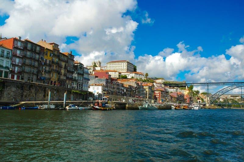Porto Ribeira Kleurrijke Gebouwen, Oude Stadswaterkant, Reis Europa, Portugal stock foto