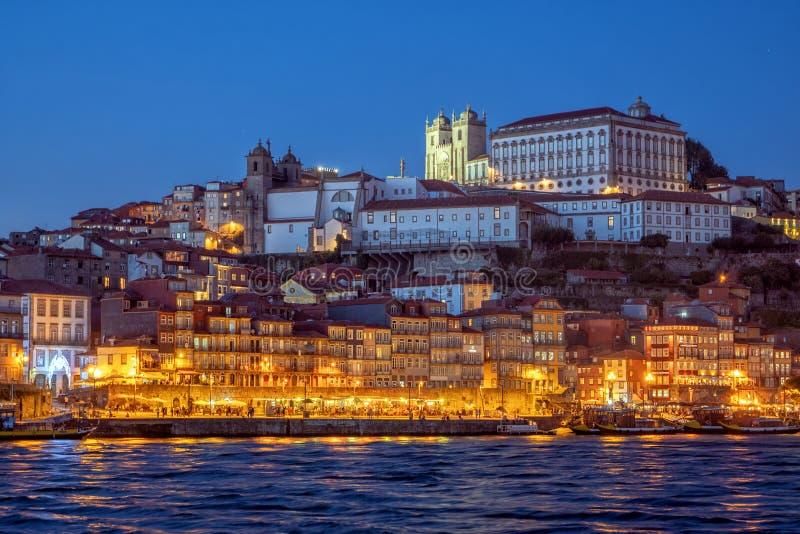 Porto ` s Ribeira bij schemering, Portugal stock fotografie