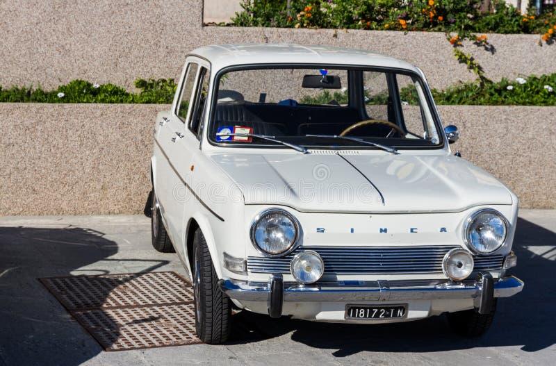 PORTO SANTO STEFANO, ITALIEN - 23 JUNI 2012: Förfallna Mari Vintage Car arkivbild
