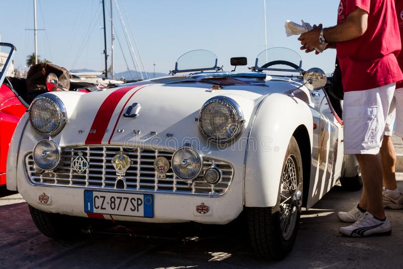 PORTO SANTO STEFANO, ITALIEN - 23. JUNI 2012: Passende Mari Vintage Car lizenzfreie stockbilder