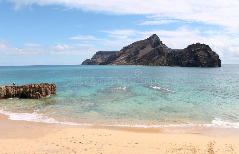 Porto Santo warme heldere wateren, dichtbij Eilandje van Cal, Calheta-strand royalty-vrije stock fotografie